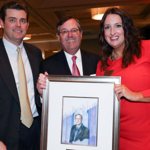 Warren Stephens Accepts LIFE Award From Economics Arkansas
