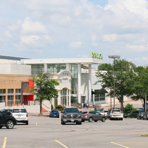 Park Plaza at Risk in Mall Foreclosure Era