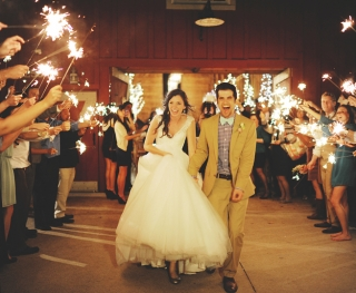 Warm Rustic Weddings that Will Melt Your Winter Heart