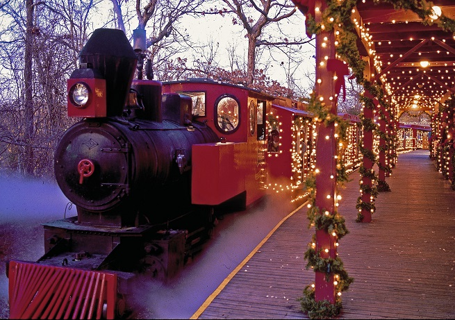 http://assets.inarkansas.com/43780/silver-dollar-city-christmas-steam-train-branson.jpg