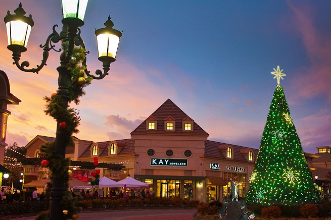 Moonlight madness sale at promenade at chenal friday for Christmas decs sale