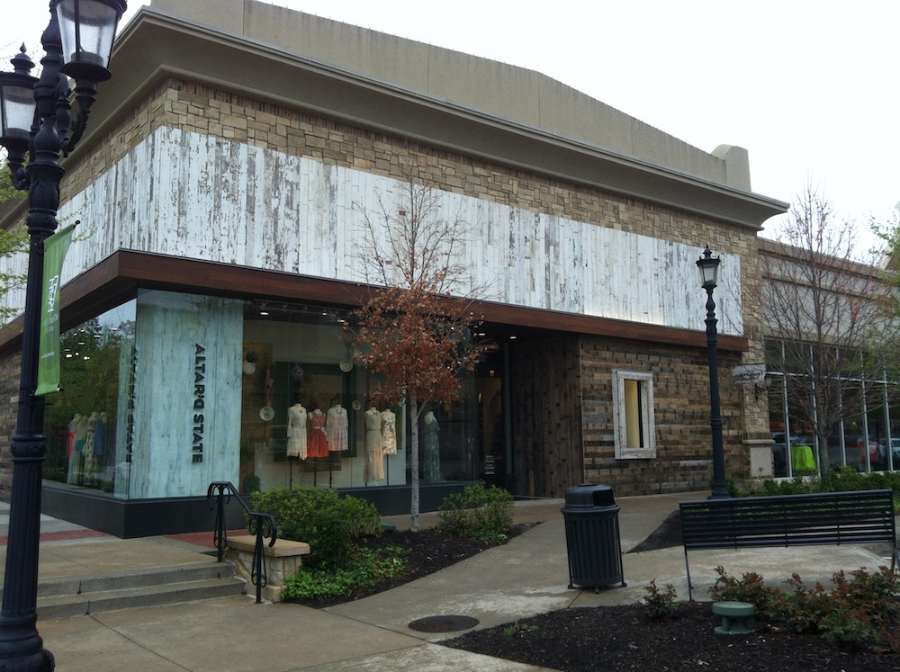 Photos: New Boutique Opens Doors at Promenade