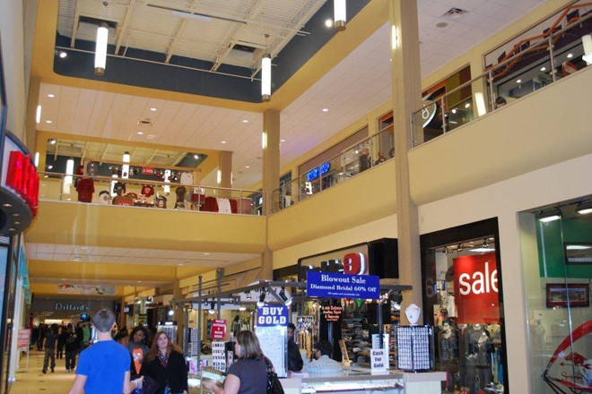 Park Plaza in Little Rock, Arkansas is home to Dillard's, H&M, plus all your favorite specialty stores including Little Rock exclusives Build-A-Bear Workshop Eddie Bauer, Forever21, and more!