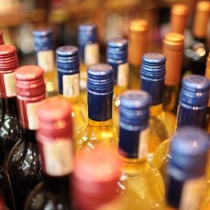 Texarkana Considers Outdoor Drinking Under New Arkansas Law