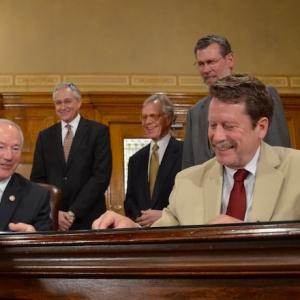 Governor, FDA Sign Agreement Extending NCTR Program