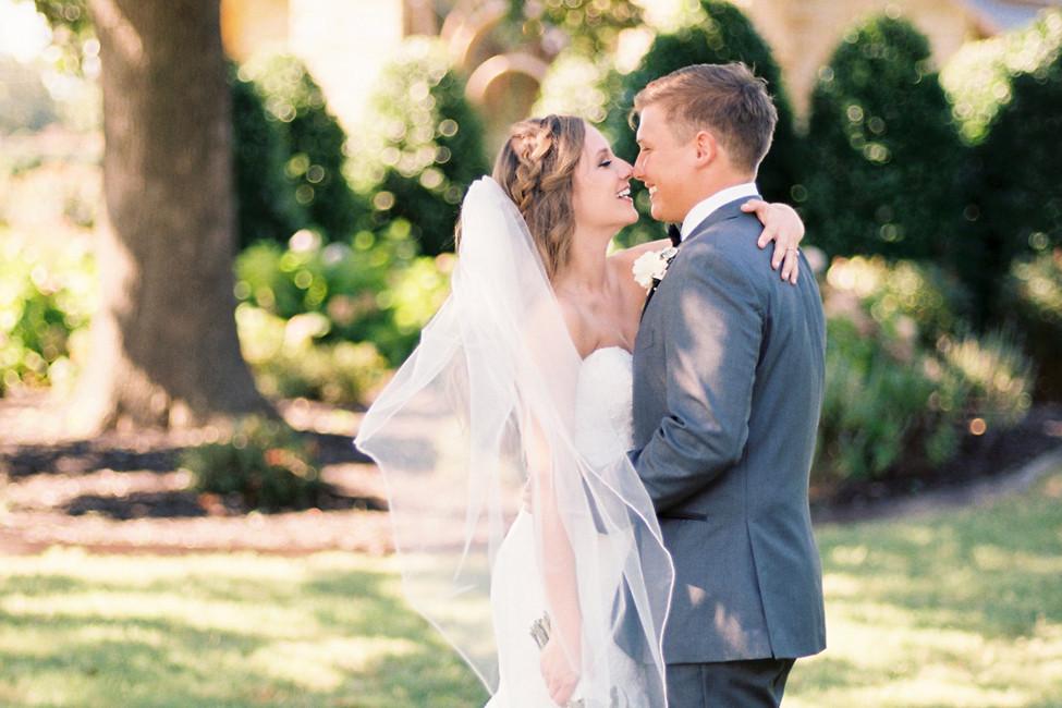 Real Northwest Arkansas Weddings: Chrissy Bartholomew & Keifer Holt