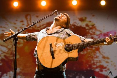 Jason Mraz Brings Solo Acoustic Tour to Robinson Center