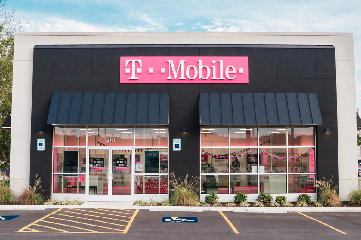 T Mobile Store Dials Up 1 4m Sale In Jacksonville Real